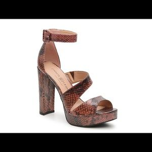NIB Chinese Laundry Riddle Platform Sandals